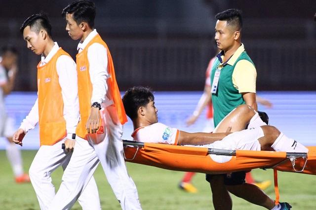 Đức Chinh bình phục thần tốc khiến HLV Huỳnh Đức đau đầu