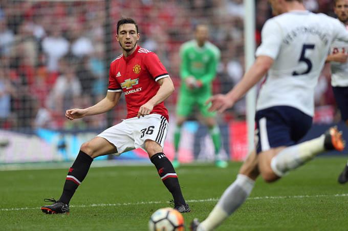 Man United sẽ chấp nhận thanh lí Darmian cho Juventus